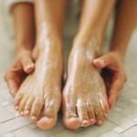 sól z Morza Martwego dla pięknych stóp